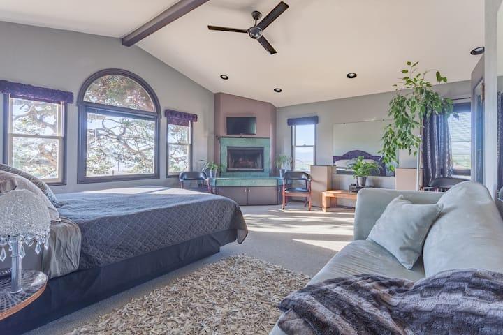 Bay View Luxury Loft