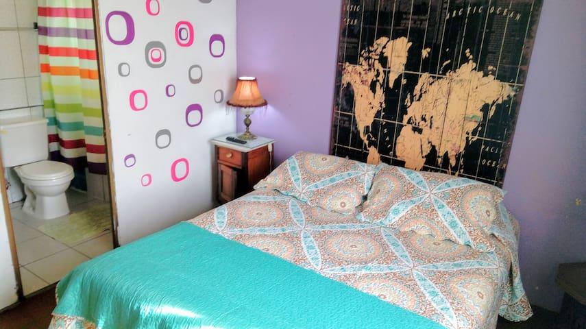 Cuarto doble, Baño privado en hostel friendly