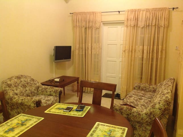 Nice clean AC two Bedroom Apartment - St. Philip - Apartamento