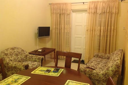 Nice clean AC two Bedroom Apartment - Apartamento