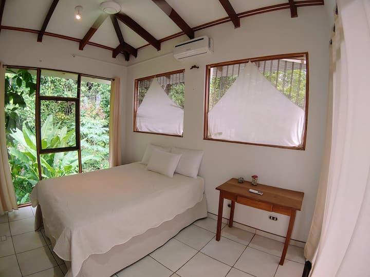 Private Room in Ocean View Villa. Wifi AC Kitchen.