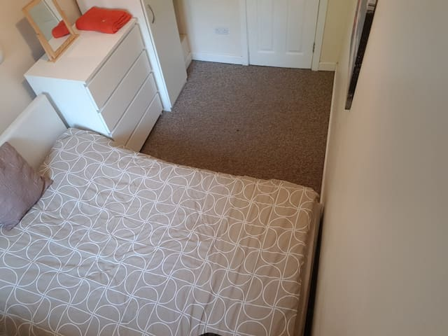 Small double room fits 2. Close to Luton airport