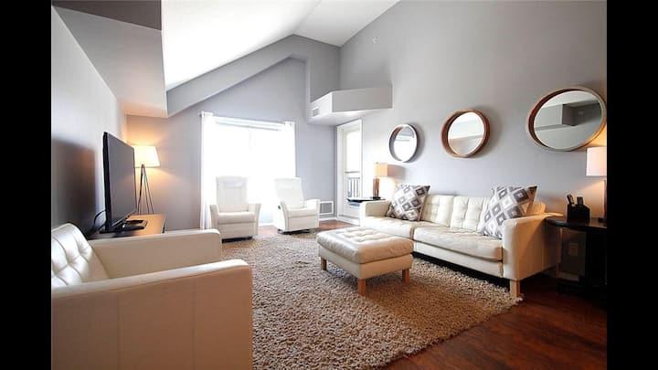 2 Bedroom + Den Luxury Condo on Lake Windermere