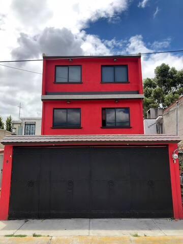 SIÉNTETE EN CASA! RedHouse