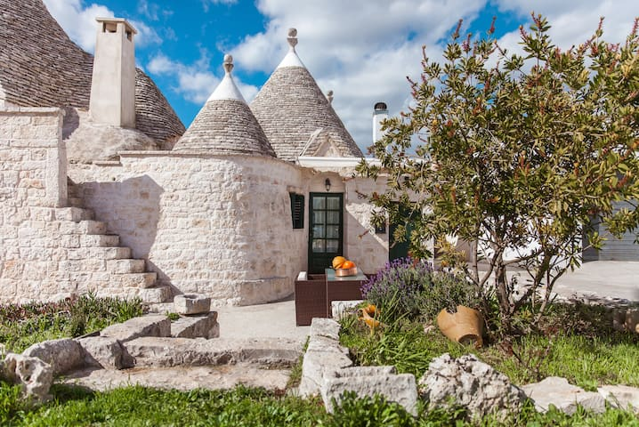 Trullo of 1800 in the Itria Valley - Cisternino, Brindisi - Rumah