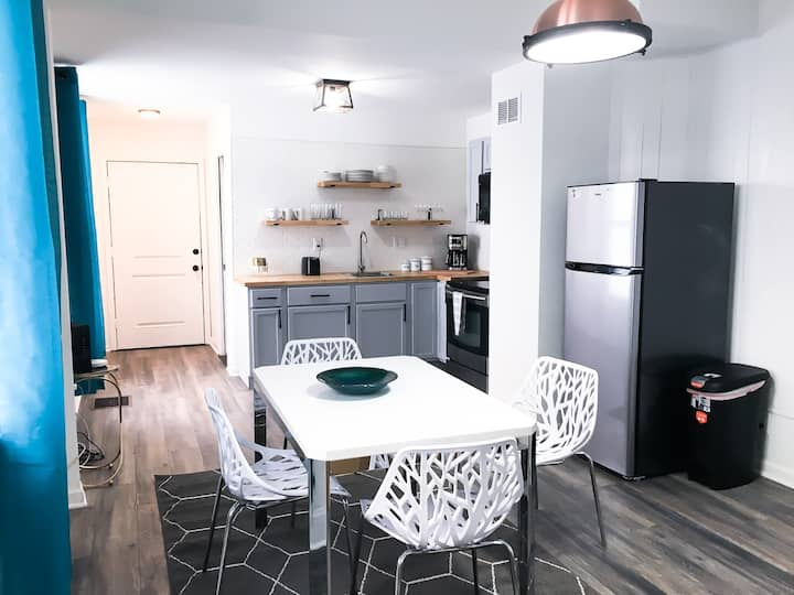 A GLAM 2BD/2BA Home near DT   Completely Remodeled