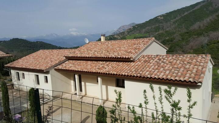 Belle villa récente près d'Ajaccio
