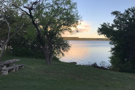 Nice cozy get away on beautiful Lake Palo Pinto.