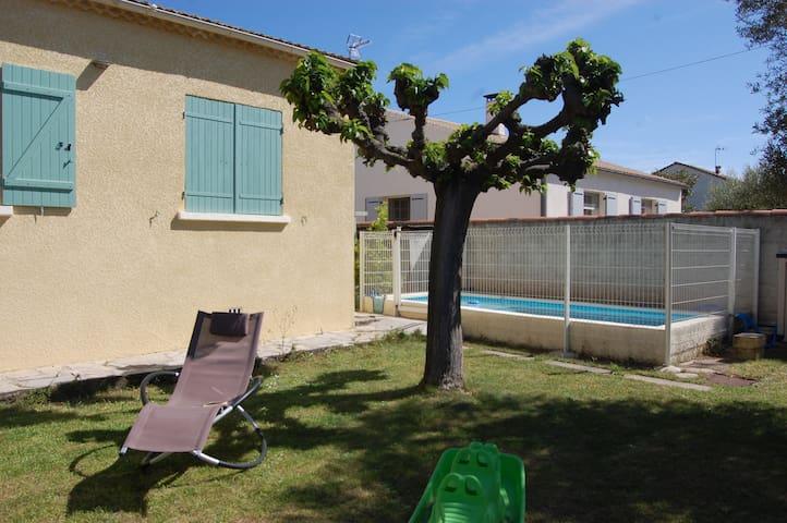 Villa près de Nîmes - Manduel - House