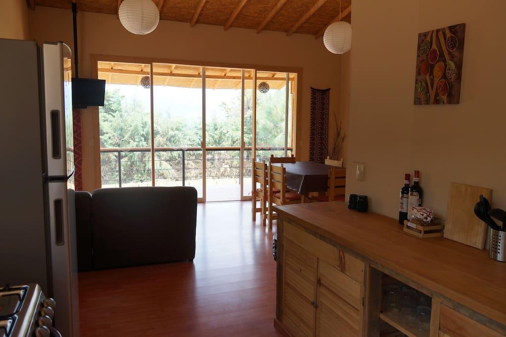 Cocina y Sala al fondo