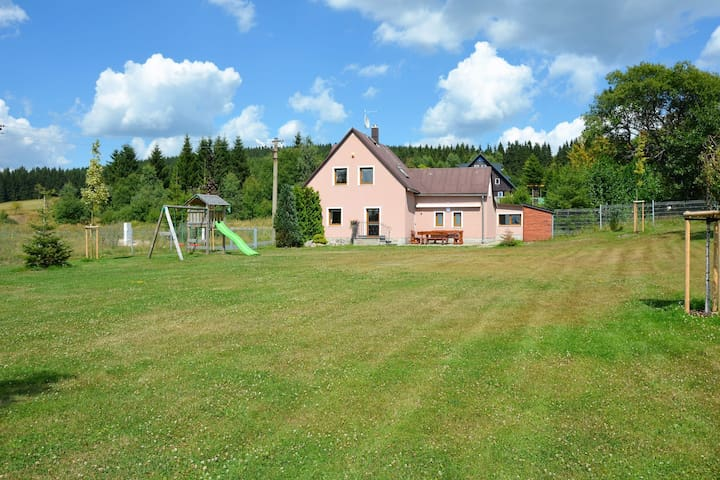 Beautiful holiday home in the Erzgebirge / sea level 900 m / with large, well-kept garden