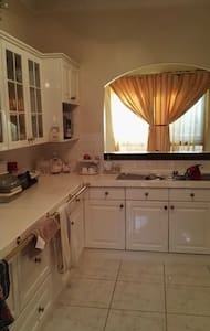 The best location close to airport & CBD - Cloverdale - House