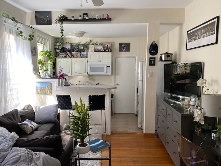 Small studio in Society Hill/Washington Square.