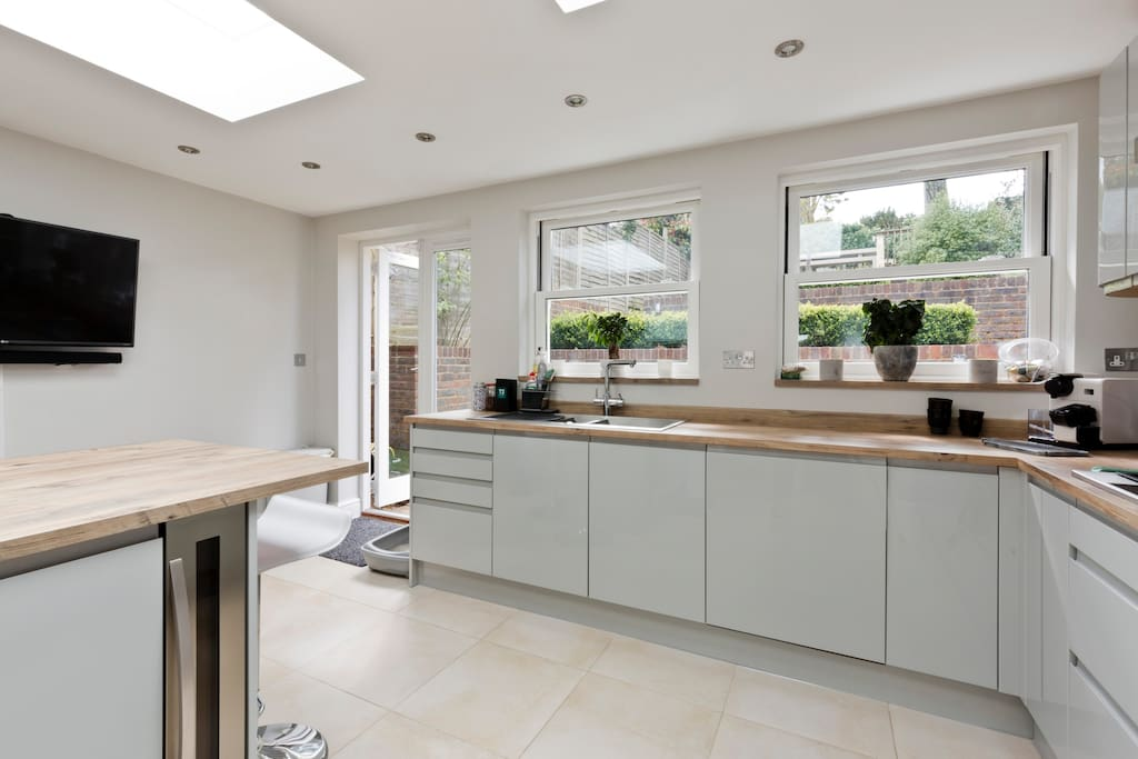 Recently Renovated, Open Plan Kitchen (1)