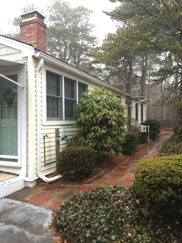 Seaside Pines - Comfy Cottage - Walk to Beach - Dennis - Casa