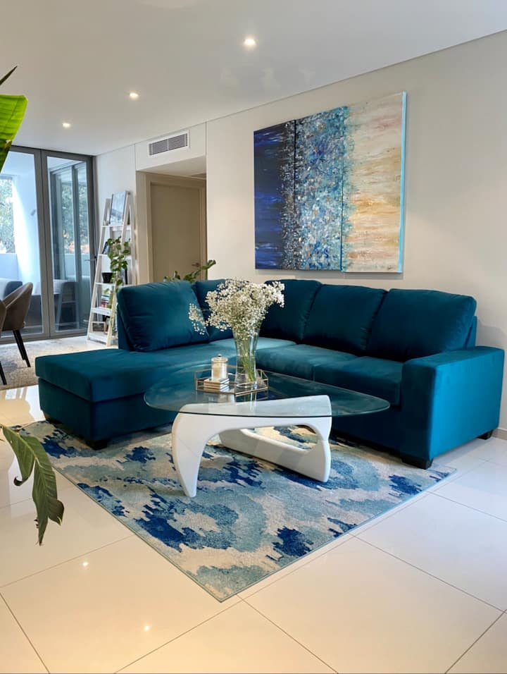 Spacious private bedroom steps from Bondi Beach