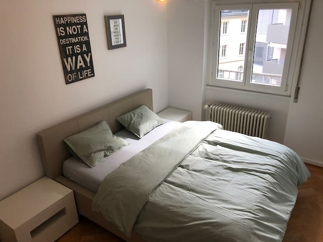 Privates, ruhiges Appartement zentral KingSize bed