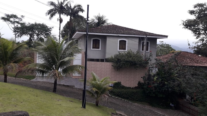 Alugo casa Ubatuba condomínio Alto praia Vermelha