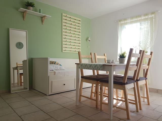 Pistachio apartment with 2 bedrooms near festivals