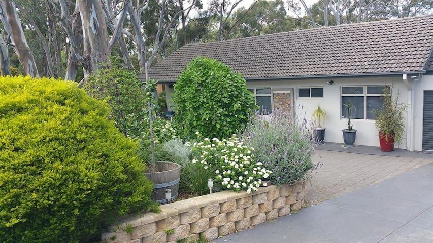 Ashmore Retreat near Flinders Medical Centre & Uni