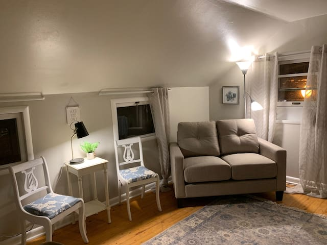 Adorable and Quaint 1 bedroom apartment