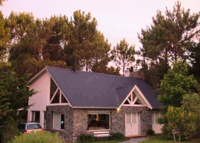 Hermosa casa con amplio parque
