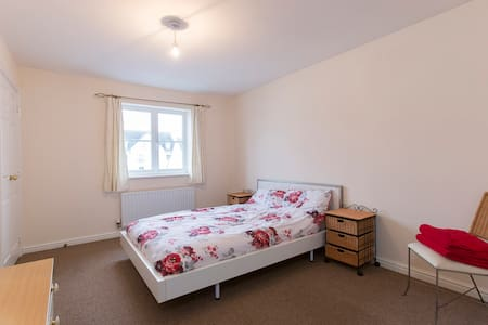 Ensuite Double Room & extra beds - Cheltenham - Bed & Breakfast