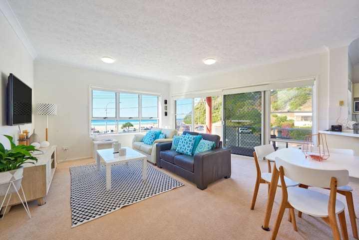 Kirra Gem! On the beach, luxury inclusions.
