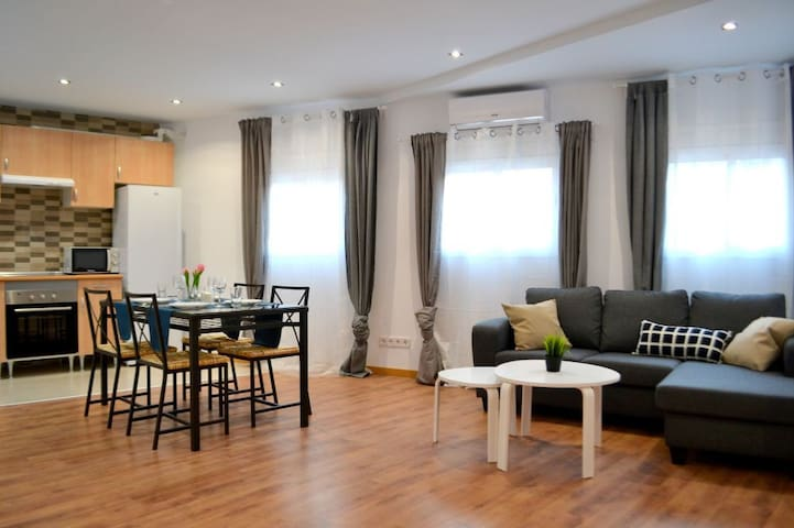 Renovated flat near Barcelona, 30min centre, WiFi