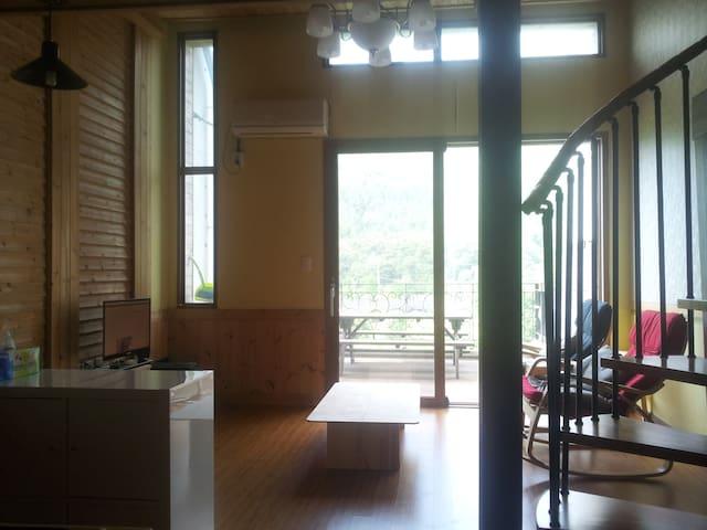 전망좋은 복층형숙소이고 넗은 테라스가 있는 숙소입니다. - Yongmun-myeon, Yangpyeong - Vila