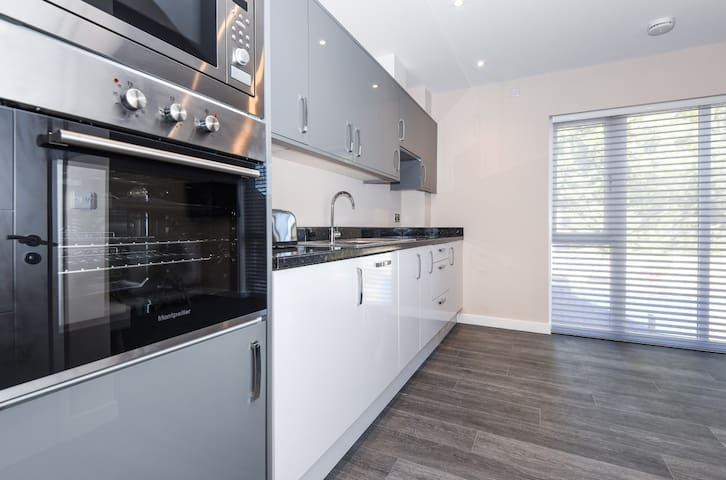 Kitchen with oven, microwave, fridge and freezer