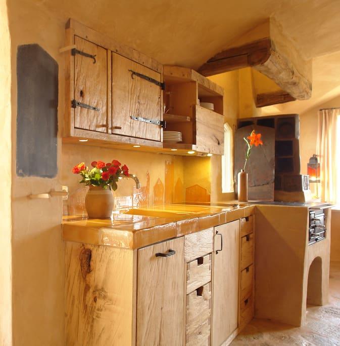 handgearbeitete Massivholzküche in der Ferienwohnung Hofmarkstubn