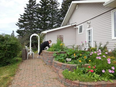 Garden Retreat on Shepody Bay - Dorchester Cape - House