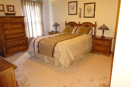 Clean, spacious,  quiet, and comfortable - Lansdale - Hus