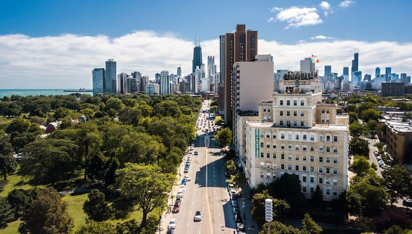 Spacious Studio - Incredible Views in Lincoln Park