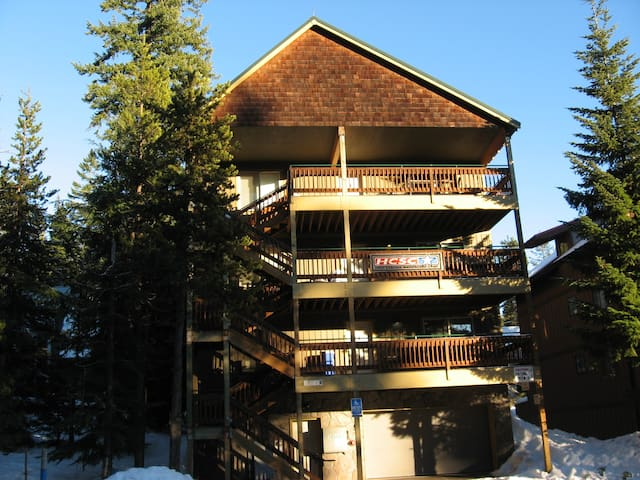 Boardwalk Lodge:  Sleeps 48   w/Two Hot Tubs - Government Camp - Hus