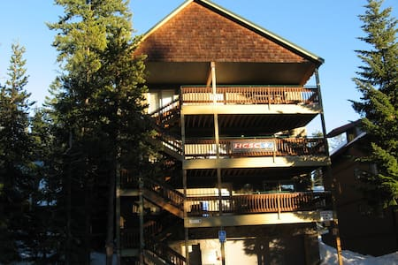 Boardwalk Lodge:  Sleeps 48   w/Two Hot Tubs - Government Camp