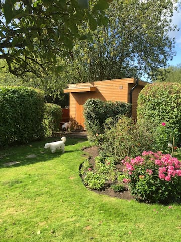 Cosy Countryside Cabin, Bramley, Guildford