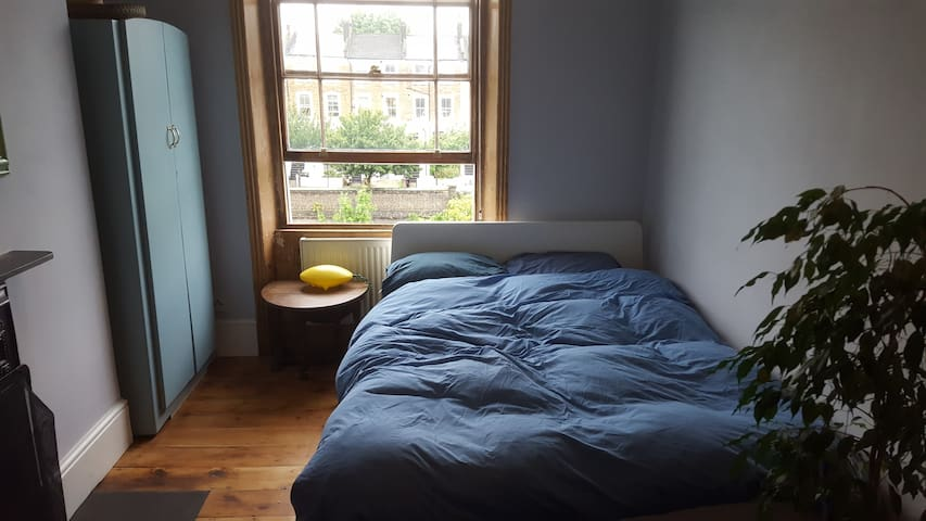Lovely double room in Victorian townhouse