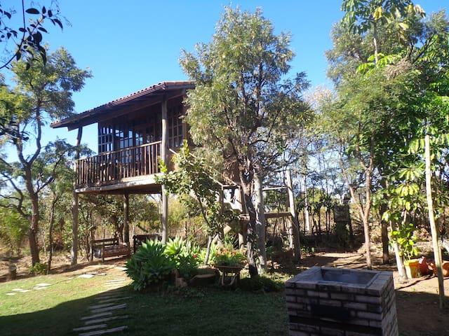 Casa da árvore, em meio à natureza - Brasília