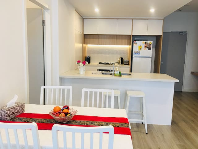 Penrith Cosy 2BED2BATH WALK to Station NPE081