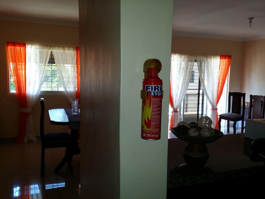 Vista de la sala desde la cocina...