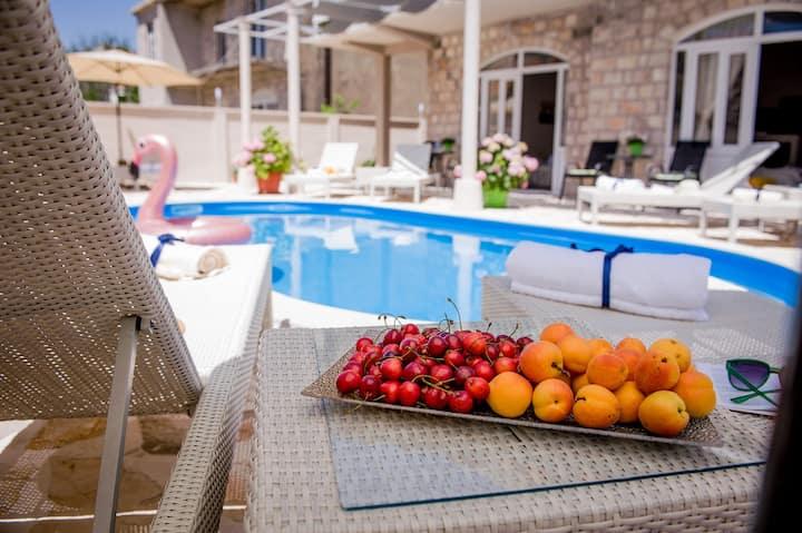 Villa Branka Apartment D2 with Pool near Dubrovnik