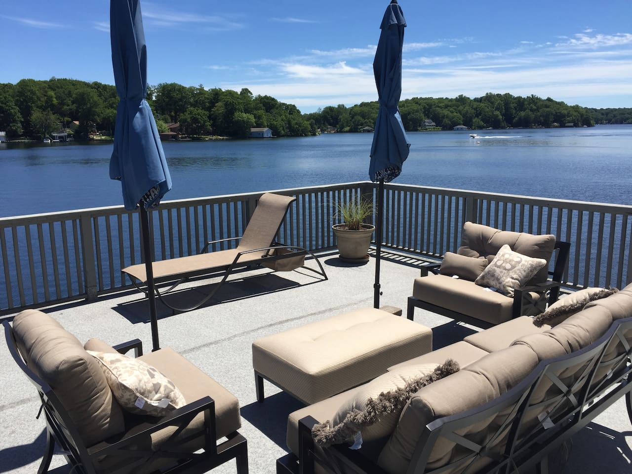 The Boathouse Deck makes you feel like you are floating on the lake.  Comfy outdoor furniture, sun umbrellas and lounge chairs help you enjoy sunshine from early morning until late afternoon.