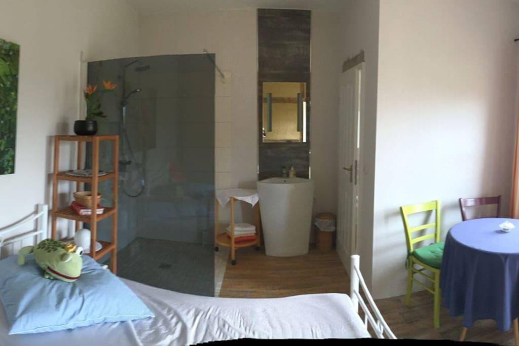 2. Wohnbereich mit Dusche und angrenzender eigener Toilette