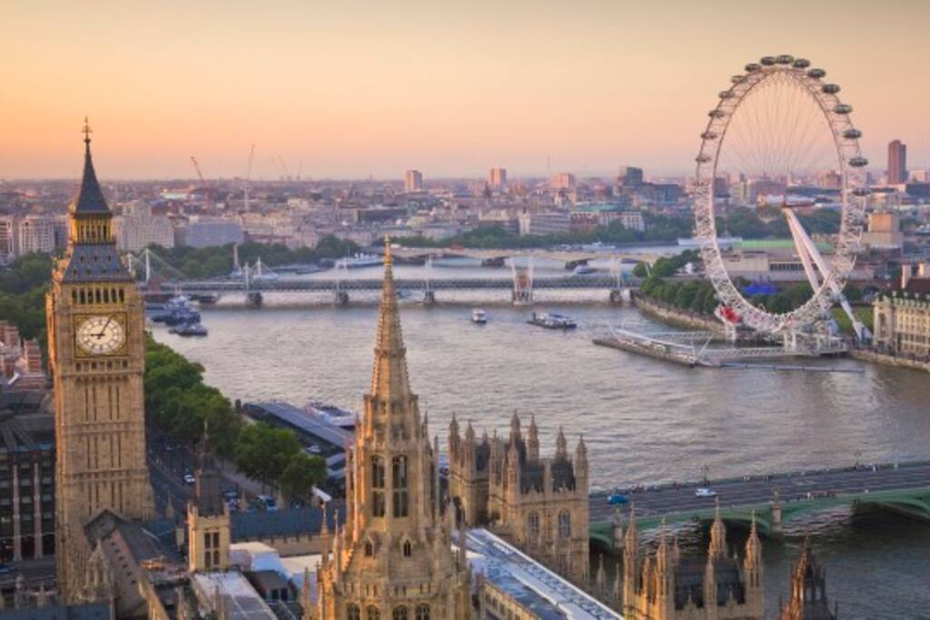 Famous London Eye as well as major touristic highlights are in walking distance