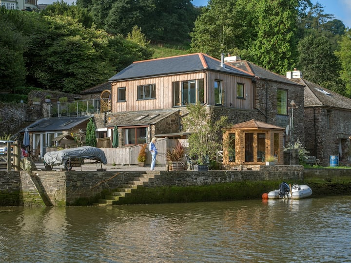 Mallard Cottage, creekside location, private quay