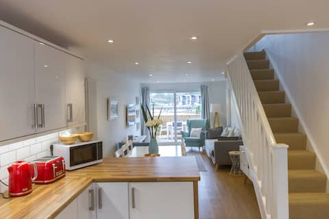 Beach front house - ideal for couples + families