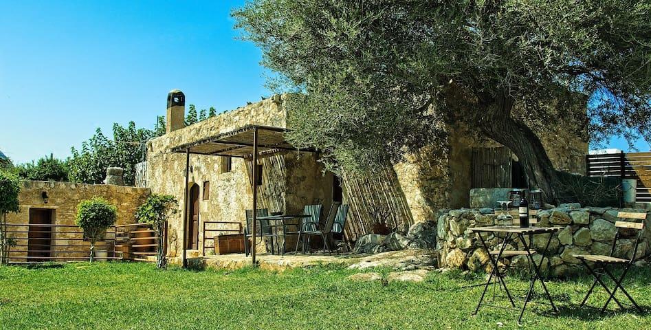 Elia House-Traditional house Aptera
