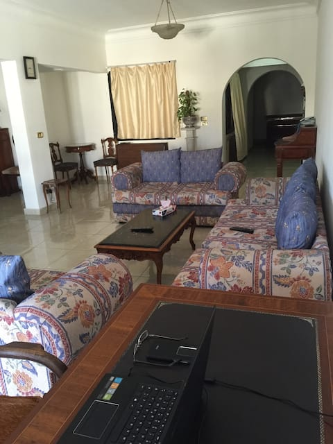 Spacious flat 10 min from the sea